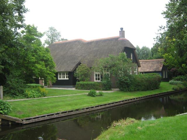 De Zuiderhof Giethoorn Achterhuis . Unique!