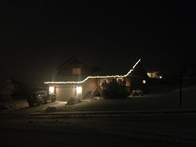 Mountain views, cute, & quiet! - East Wenatchee - House