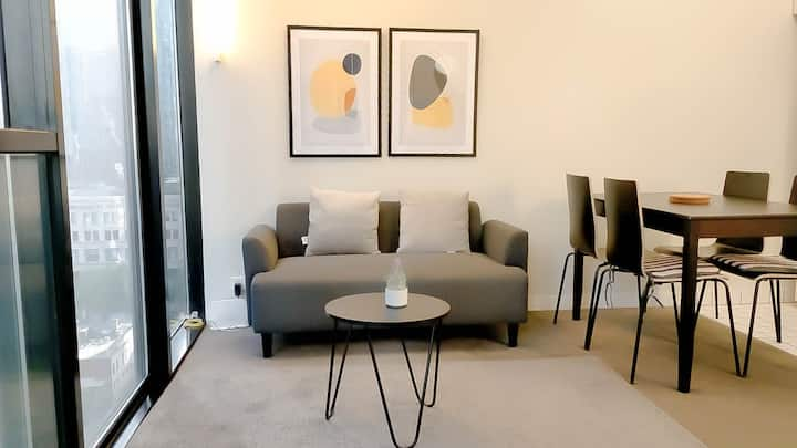 Chic &Cozy 2 BR Apartment/WIFI@ Heart of Melb.City