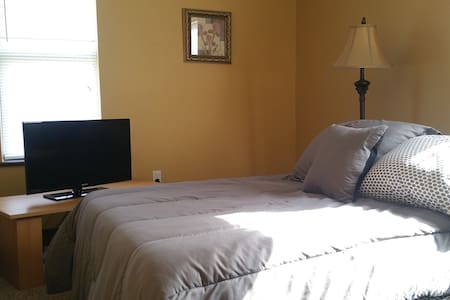 Clean and private 1 bedroom in Dayton