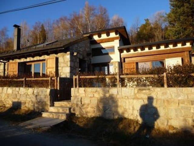 Encantadora casita, con chimenea y buenas vistas - Enveitg - Casa