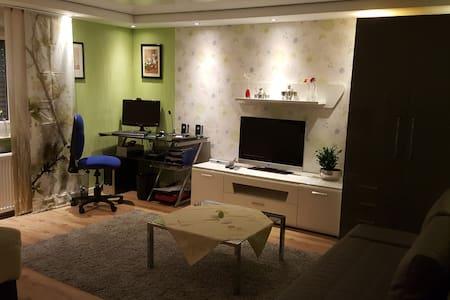 Schönes und gemütliches Zimmer - Kaarst - Apartamento