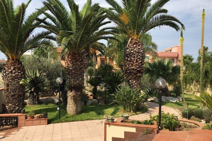Appartamento in villa con giardino - Collepasso - Pis