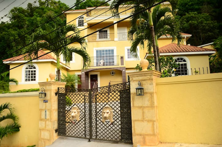 Palm Luxury Villas Apt. 4 - Kingston - Apartamento