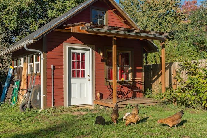 Chicken Little Cottage: urban farm in the city! - Portland - Cabaña