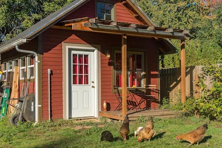 Chicken Little Cottage: urban farm in the city! - Portland