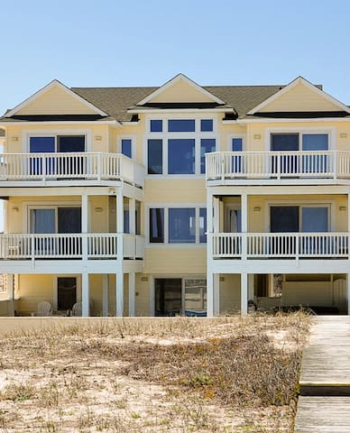 OCEANFRONT,Sleeps 16,Pool,Hot tub,Amazing Views