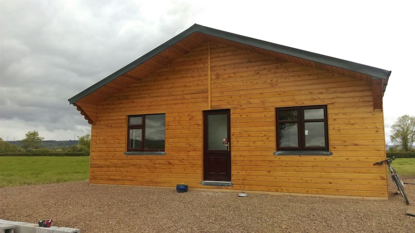 Peaceful setting, A cosy log cabin - Limerick - Cottage