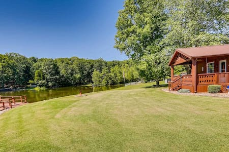 Lakeside Home near Santa Clause & Holiday World