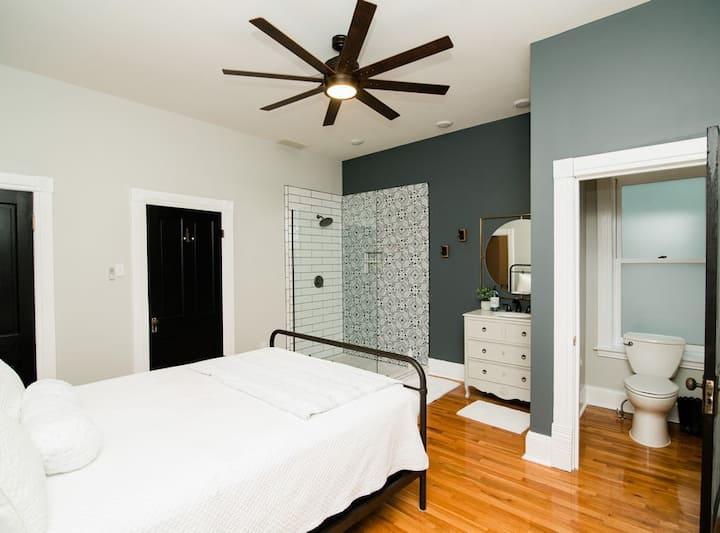 Hawkin's House Upper Suite Downtown Jefferson City