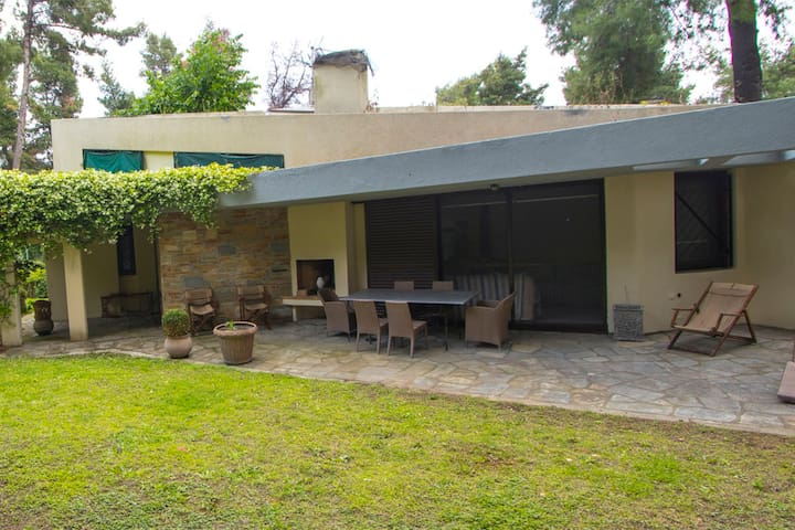 Araucaria Shared Pool Villa, Sani