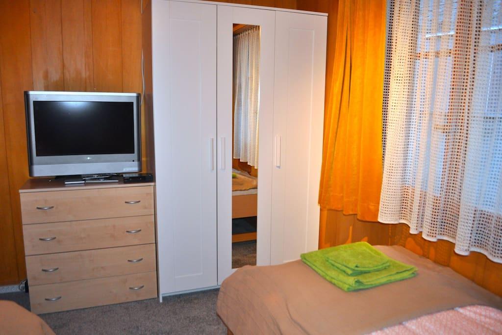 Erdgeschoss. Die Betten kann man zusammen schieben und ein Doppelbett machen.
