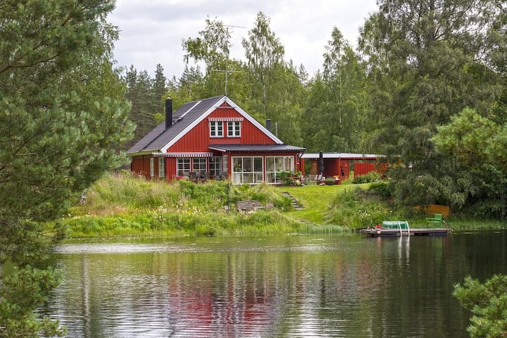 Beautiful House with Sauna on Lake - Hällefors N - Huis
