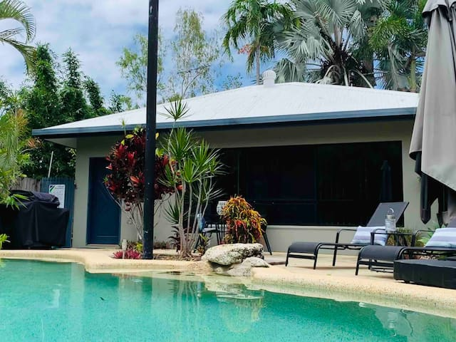 Beach House Hideaway with pool 3 min to beach!