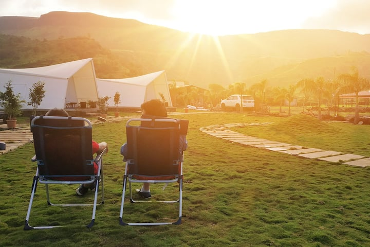 Mountain View AC Glamping Tent with Breakfast
