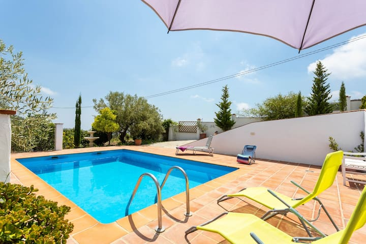 Lovely villa w/ partially covered terrace, private pool, & breathtaking views!