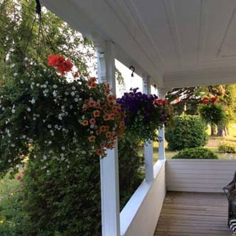 Suit7es @ 157 Garden View