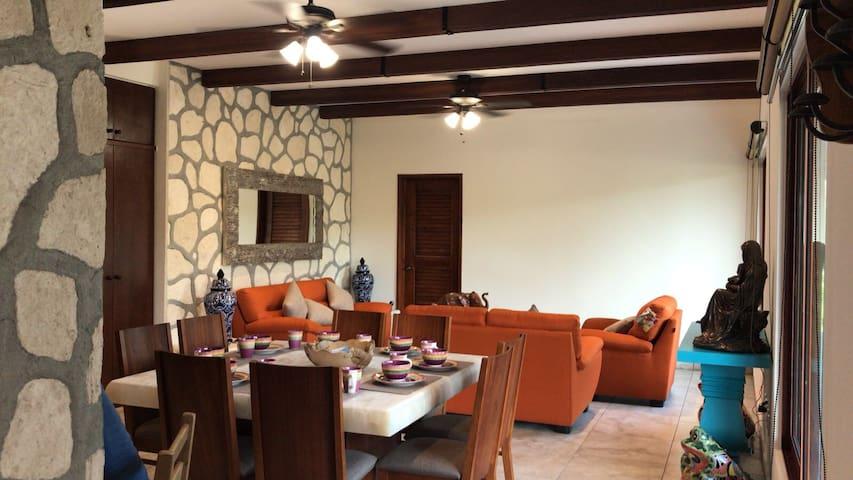 Hacienda Style Apartment - Casa Bonita en El Cielo