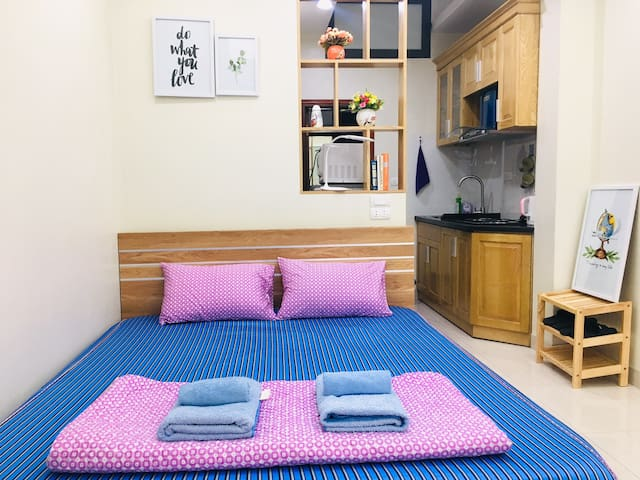 Bright, fully equipped studio apt - central Hanoi