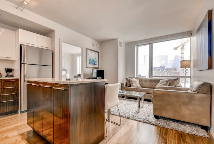 New Luxury 1BR Pittsburgh + Pool & Tennis Court