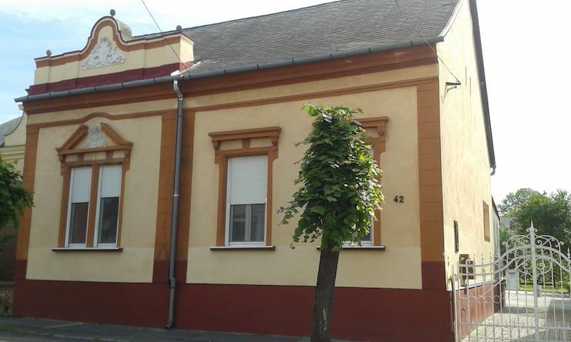 Feelgood Keszthely complete house wth garten/grill - Keszthely - House