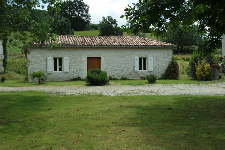 maison gascone rénovée dans une ferme tranquille - Beauville - Rumah