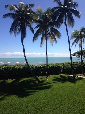Key Biscayne Beach Front Apartment - Ки Бискейн - Квартира