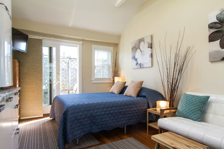 comfy, cozy, clean, modern beach retreat - Provincetown - Condominium