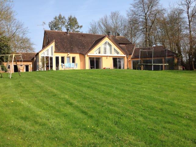 Maison d'architecte 5ch avec piscine intérieure - Cerisé - House