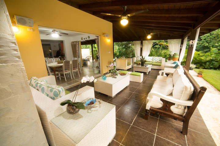 Guavaberry - Cozy Villa for 12