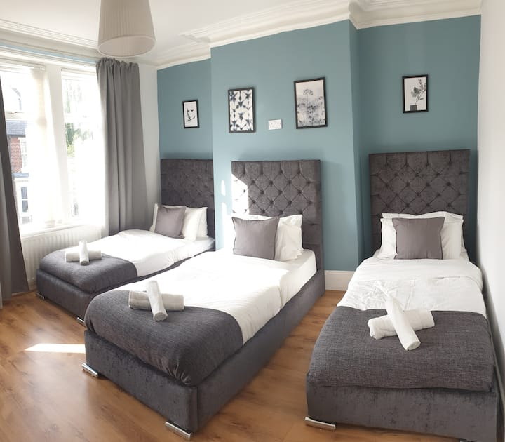 8 bed house (7 Mins) 2 miles from Newcastle centre