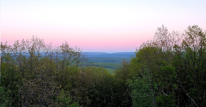 Breathtaking Pocono mountain view with amenities!