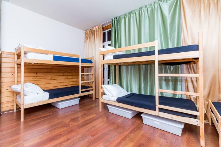 Hostel EXPO (женский номер на 6 человек-3)