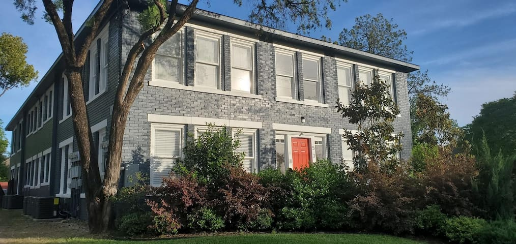 Beautiful Historic Apt Close to Downtown