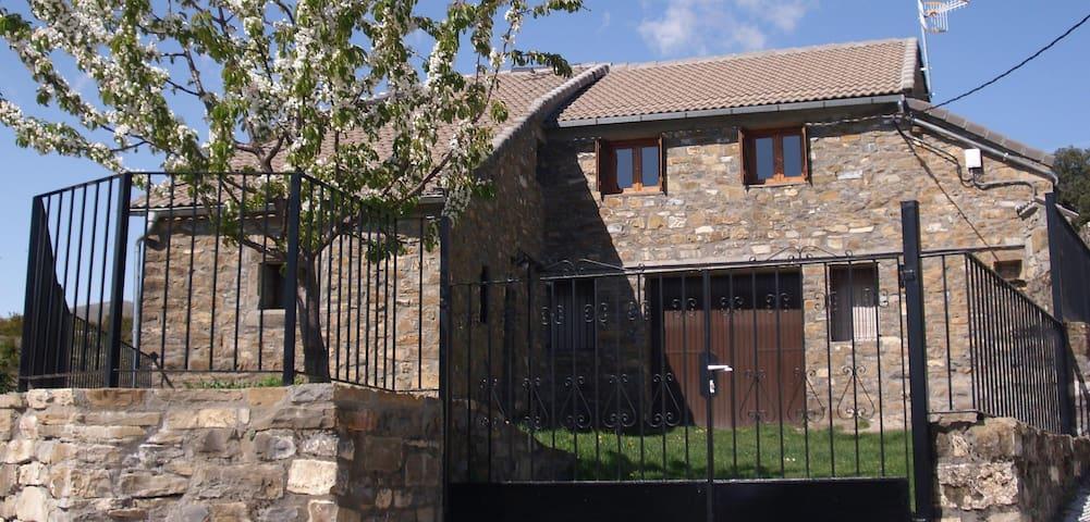 Casa Tricallo, una casa en el corazon de Añisclo - Buerba - Wohnung