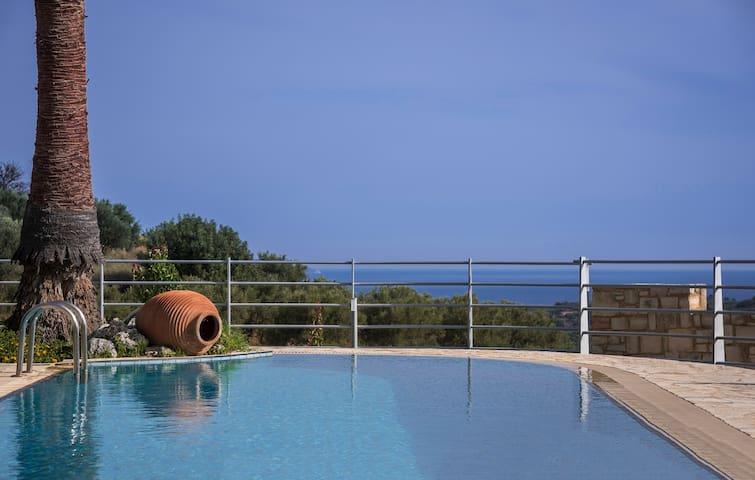 Private pool,Villa Kissos
