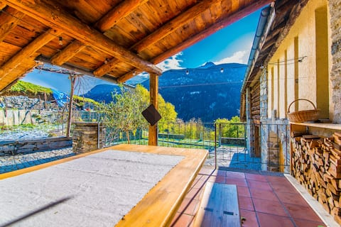LA VALL. Swiss Alpine Cottage with Southern Flavor
