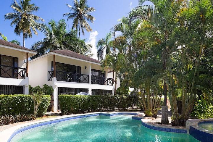 Apartamento dos niveles, piscina, playa a 20metros