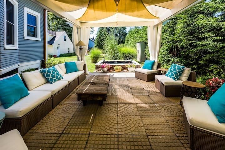 Enjoy time under our garden pergola that's furnished with a comfortable contemporary modular outdoor sectional sofa. The fountain is the focal point with its verdigre frogs adding to the experience. Can be converted for a group dining space.