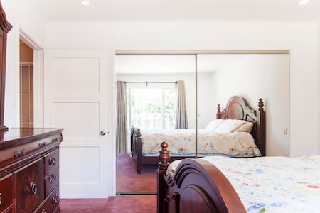 Master Bedroom in EPA close to Stanford & FB - East Palo Alto