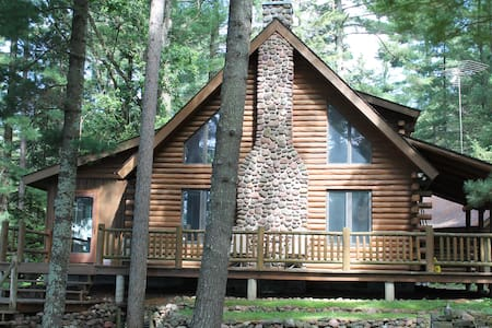 STUNNING Lakefront Log Home--Private Beach & Kayak