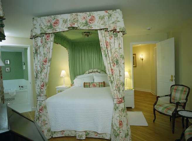 The Garden Room - The Inn at Mallard Cove