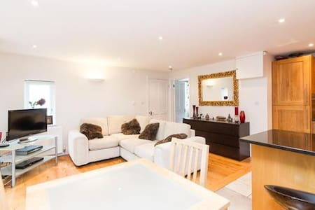 Cosy modern home with sunny garden, ClaphamCommon - Lontoo