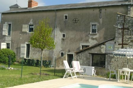 5 Bedroom House with Heated Pool, Vendee - Chatellerault, Vienne, Vienne - Talo