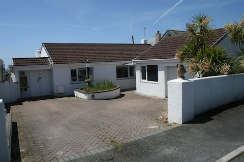 Bungalow in easy reach of beach and SW Coast Path