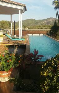 Private room  & swimming pool in villa 600m2
