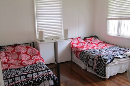 Large room, walk to city and southbank - East Brisbane