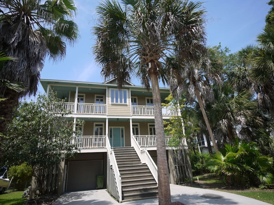 margaritaville your own private resort houses for rent in folly beach south carolina. Black Bedroom Furniture Sets. Home Design Ideas
