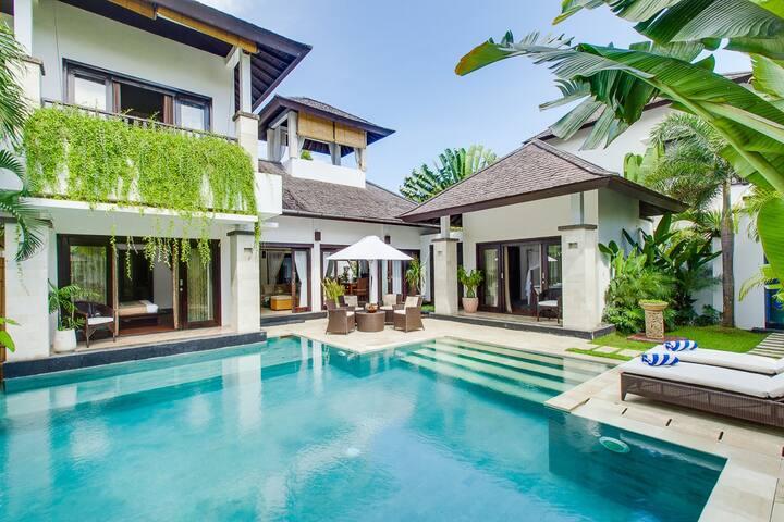 Luxury 3, 3 Bedroom Waterfront Villa, Nusa Dua;