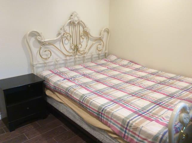 带独立卫生间的套房,干净整洁,舒适,出行方便 - Norco